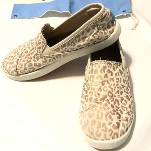 80547f74f25 Toms Shoes - Toms Avalon Girls Youth Size 5 Cheetah Foil